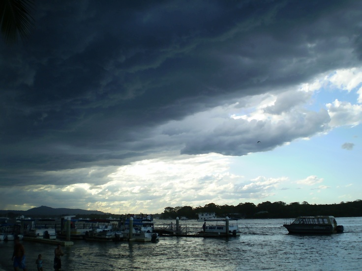 'stormy weather on the way at Noosaville