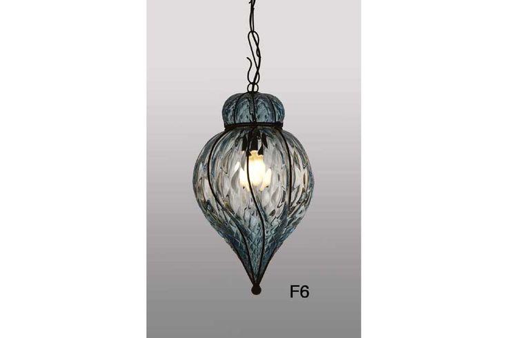 Lanterne en verre soufflé de Murano artisanal faite selon les méthodes traditionnelles de Venise. www.i-lustres.com #lanterne #lanternes #lanterneartisanale #lanternedevenise #lantern #lanternedemurano #murano