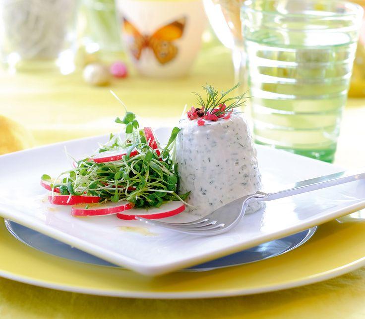 Diese cremige, luftige und wunderbar schmackhafte Mousse kann gut vorbereitet werden und ist ein herrlich zarter Menüauftakt.