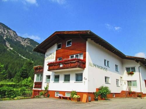 Holiday Home Zugspitz Heiterwang Situated in Heiterwang in the Tyrol Region, this holiday home is 27 km from Garmisch-Partenkirchen. Guests benefit from balcony and a children's playground.  A TV is offered. There is a private bathroom with a shower.