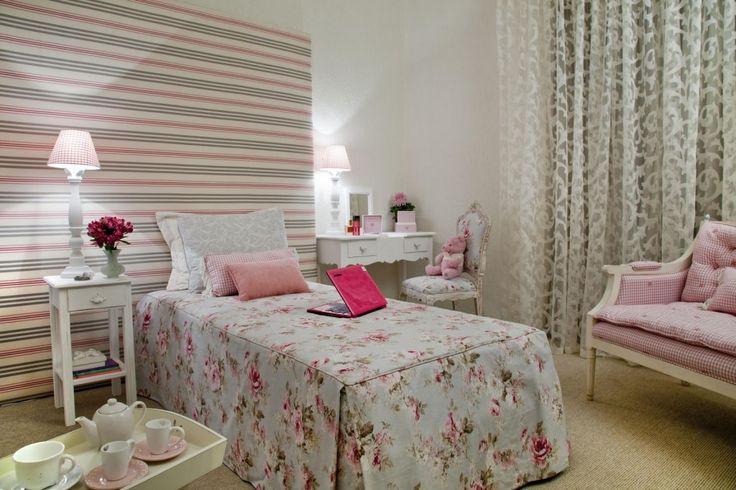 Outra variação, listras ao fundo e flores na cama :D