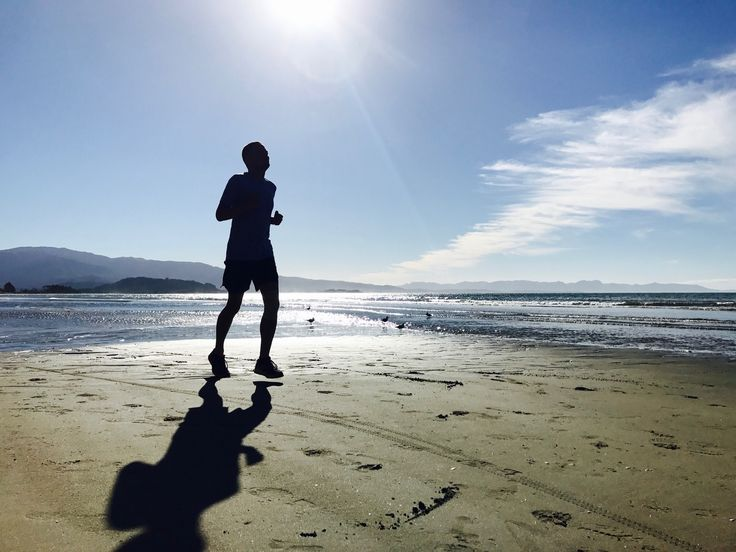 Running on the beach 🏃🏼 knee update: still hurts 😖 focusing on technique again, which helps. Wish it were better. Any tips?  #running #beach