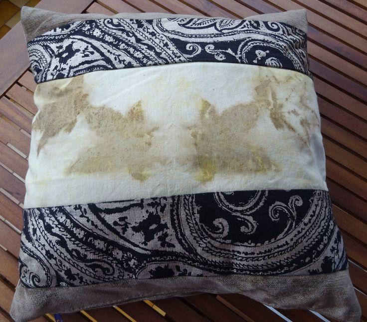 Copri cuscino velluto color cannella e lino nero con stampe, con inserto ecoprint fogle vere di Artmyhands su Etsy