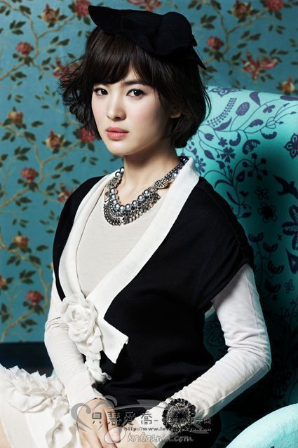 South Korean actress Song Hye Kyo speaks for the spring collection of ROEM. Description from english.cri.cn. I searched for this on bing.com/images