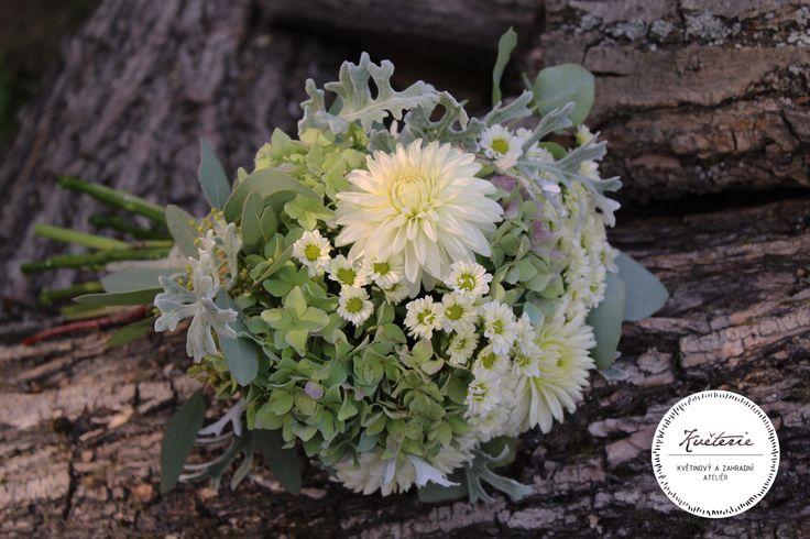 white bouquet with dahlia, hydrangea and senecio