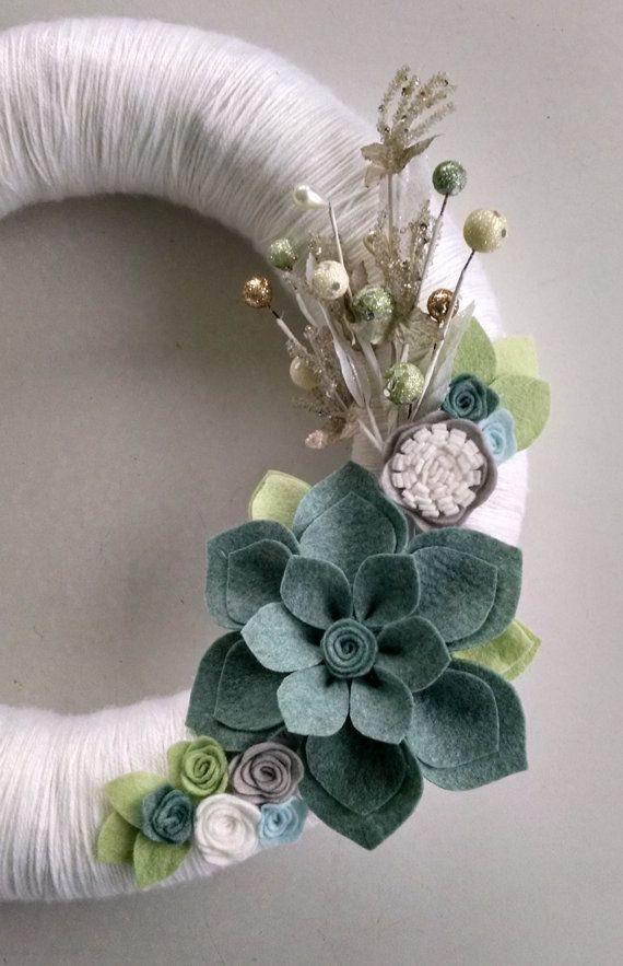 Christmas wreath,holiday wreath, winter wreath, neutral yarn wreath,felt flower wreath,14 inch wreath, home decor,door decor,Christmas decor