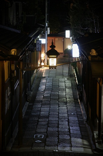 Entrance to Ishibei-koji, an area of Japanese restaurants and Japanese-style inns (ryokan) late at night. Kyoto, Japan.