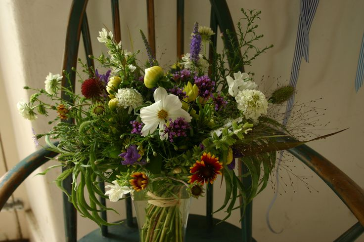 British cut flowers by post by www.commonfarmflowers.com