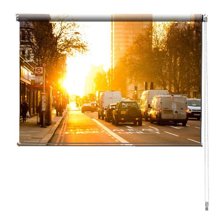 Rolgordijn Ochtend in Londen | De rolgordijnen van YouPri zijn iets heel bijzonders! Maak keuze uit een verduisterend of een lichtdoorlatend rolgordijn. Inclusief ophangmechanisme voor wand of plafond! #rolgordijn #gordijn #lichtdoorlatend #verduisterend #goedkoop #voordelig #polyester #ochtend #londen #london #engeland #grootbrittannie #brits #verenigdkoningkrijk #stad #auto #verkeer #geel #zon