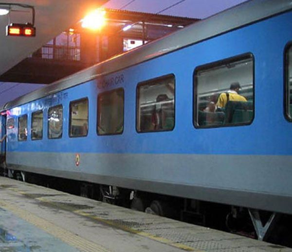 अब ट्रेन छूटी तो नहीं मिलेगा रिफंड, केवल चार परिस्थितियों में ही लौटेगा पैसा  http://business.bhaskar.com/article-ht/BIZ-ART-new-rule-of-railway-if-train-got-missed-then-you-will-not-get-anything-as-refund-4531010-PHO.html