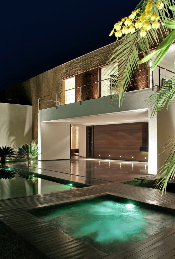 SF House, designed by Guilherme Torres, Londrina/Brazil