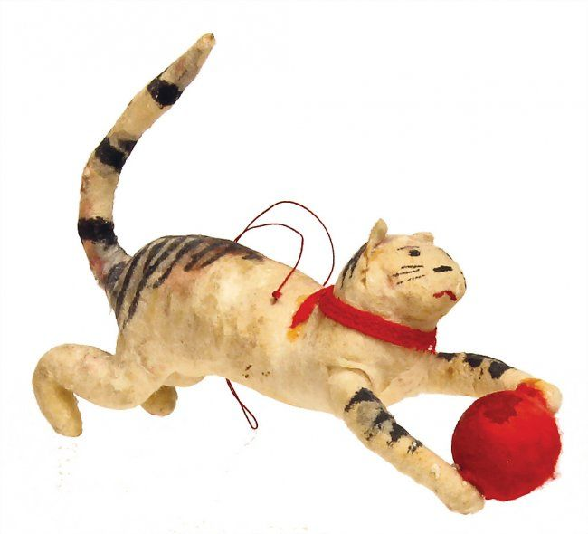 Christmas tree decoration, cat with ball, 9.5 cm, good : Lot 3221