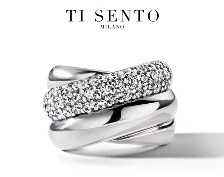 Designed outside the box: an iconic ring! Wear it with the sparkling side closest to your hand and your fingers seem instantly longer. Love, Ti Sento.