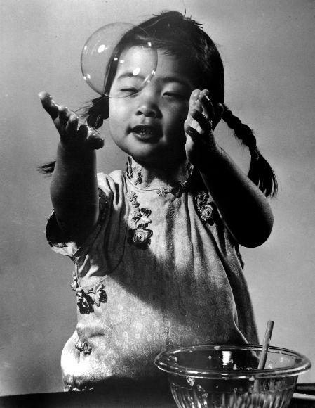 """zzzze: """" Gjon Mili, Soap Bubble, 1941 """""""