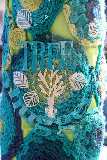 Tree Hugger by rettgrayson on flickr. #yarnbombing #crochet