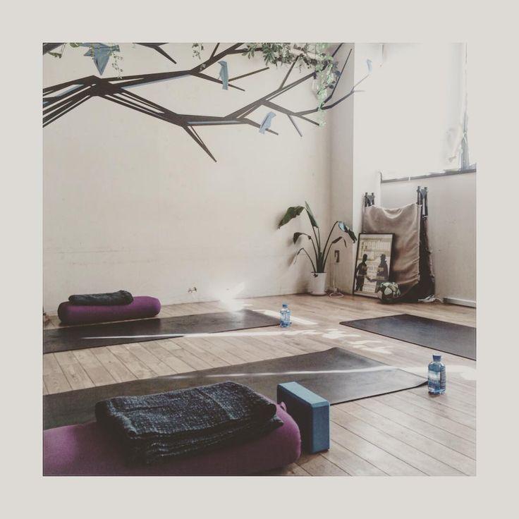 #シェア #Instagram Weekend Yoga Lesson  2/12 sun 12:00- (60min) @ brighton studio daikanyama * ご予約お待ちしております🌿 @ryokoyogini ・ ・ ・ #yoga #yogalife #hepar #weekend #life #エパー #超硬水 #硬水 #超硬水エパー #ヨガ