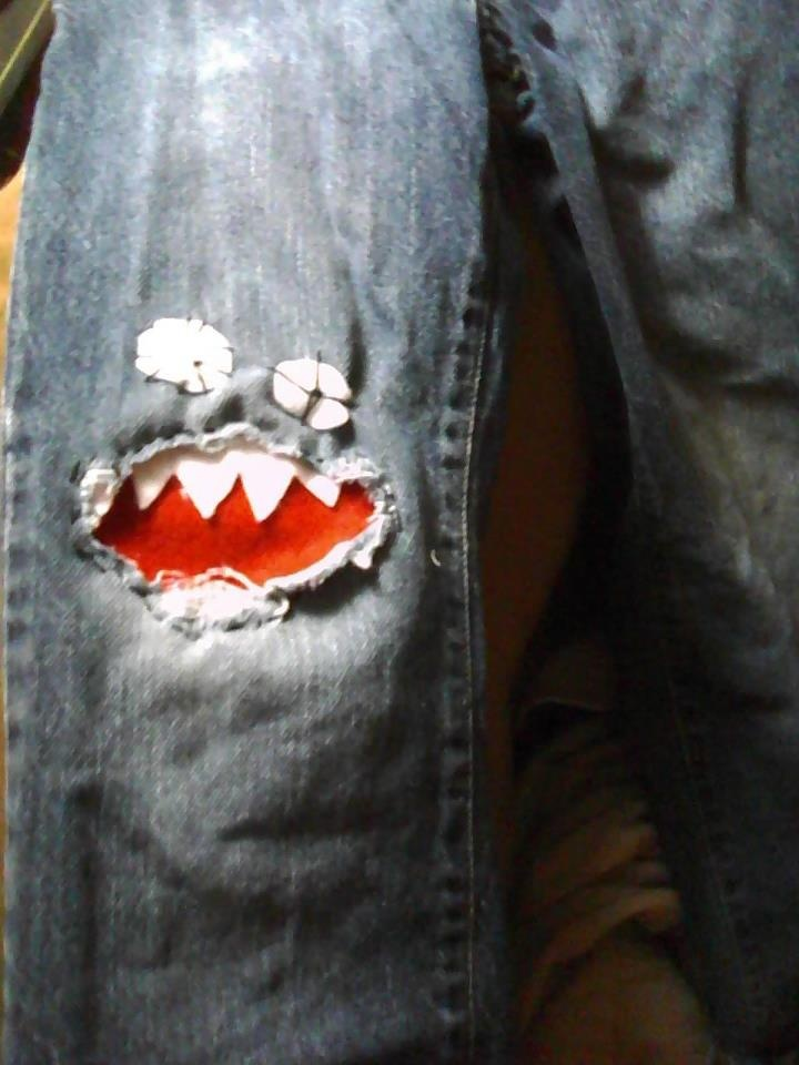Great idea to fix old jeans for little boys... or for me.