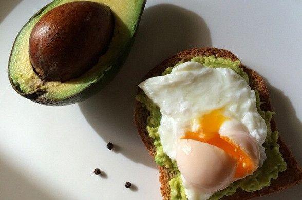 Тост с авокадо и яйцом пашот рецепт – завтраки. «Афиша-Еда»