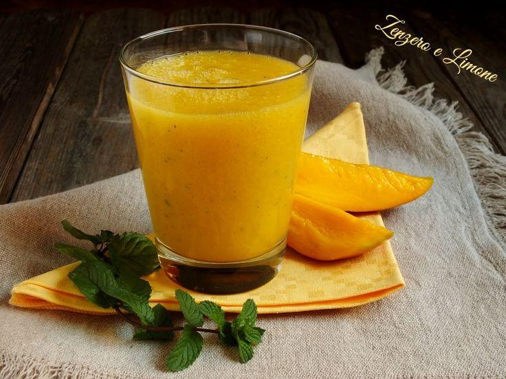 Questa bibita al mango è buonissima, fresca ed estremamente facile e veloce da preparare oltre che ricca di benefici per il nostro organismo.