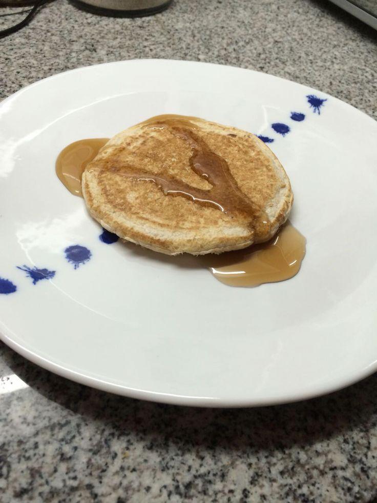 Hotcake de avena - 3 cdas harina de avena - 1 clara huevo - 2 cdas leche de coco - 1 cdta polvos de hornear - syrup sin azúcar