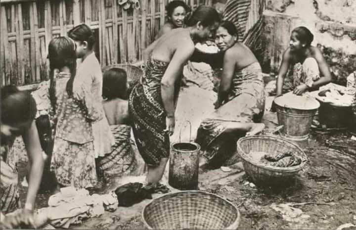 Washing clothing, Djakarta, 1950-60s