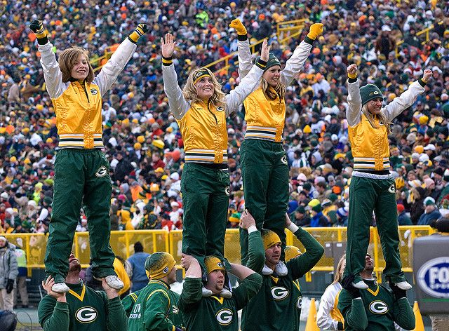 Green Bay Packers Cheerleaders | They sure keep busy with the Pack winning!