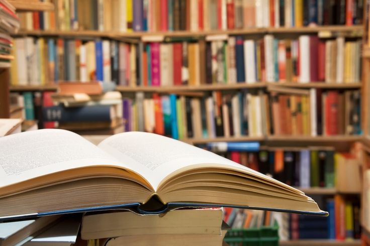 みなさん、本は読みますか?筆者は読書好きなのですけれど、本がきっかけで仲良くなることはあっても、人と出会うことは無いなあともったいなく感じておりました。が!今回紹介する渋谷の「夜の図書室」は、人とおしゃべりして良し、お酒も飲んでよし、というコミュニティ形成の新しい形を提供してくれます!さあ読書好きの皆さんも、単にフラッと寄りたい方も、みんなここにあつまれー!