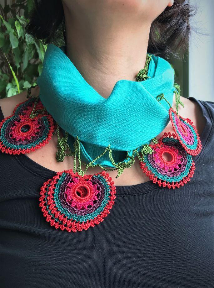 Efe Oyası Yeşil Fular Tasarımcımızın Anadolu kadınının emeğini tasarıma dönüştürmek ile ilgili sosyal.... 444319