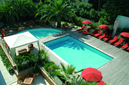 Beautiful outdoor pool at the Clarion Suites Cannes Croisette on the french riviera. #France #Cannes http://www.clarionhotel.com/hotel-cannes-france-FR493#listpos1