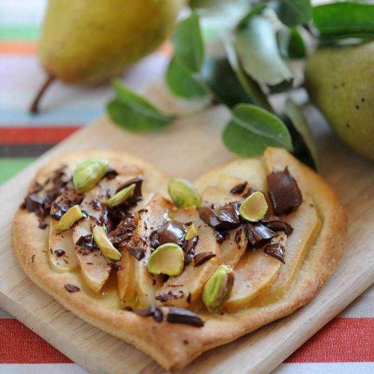 Découvrez la recette de la pizza poire chocolat pistache