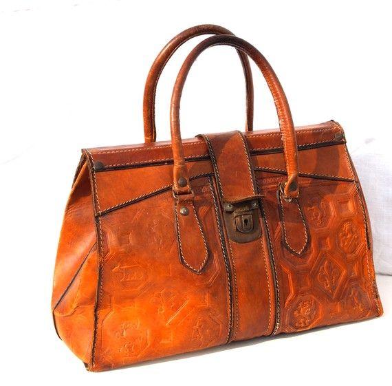 Really loving this bag. Vintage French handbag, $148 from dandeliondaydreamer