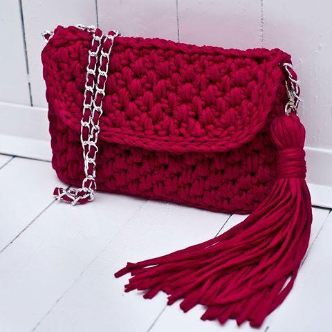 ОНА...яркая, стильная, весенняя, летняя, арбузно-гранатовая🍉🌷🍑  ОНА...ждет тебя  Под заказ  Размер 26×18 см  Цена 700 грн без подкладки, 800 грн с подкладкой  📲80992858726  #handmade #crocheting #crochetbags #bags #springbags #cloutch #i_love_create #handbag #summer #madeinukraine  #вяжуназаказ #сумкикрючком #сумкиручнойработы #дизайнерскиесумки #сумкивналичии #сумкиназаказ #модныесумки #авторскиесумки #клатч #летняясумка #весна  #мода #девочкитакиедевочки #украина #киев