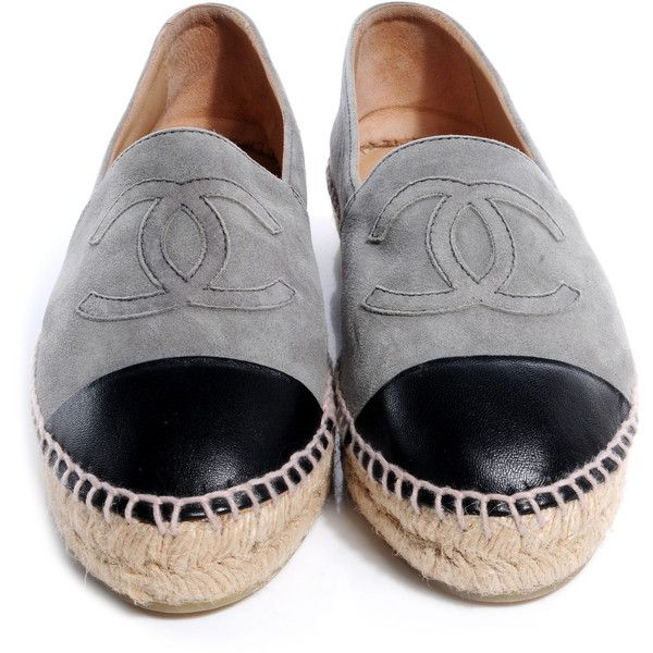 This is an authentic pair of CHANEL Suede Lambskin Espadrilles in Grey and Black 37. These espadrilles have a slim midsole with uppers of fine suede leather. T…