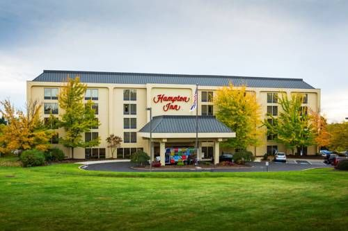 Hampton Inn Pittsburgh/Airport Coraopolis (Pennsylvania) Located in Moon Township, Pennsylvania, this hotel offers shuttle services to Pittsburgh International Airport. It features a spa, a gym and free Wi-Fi in the guest rooms.