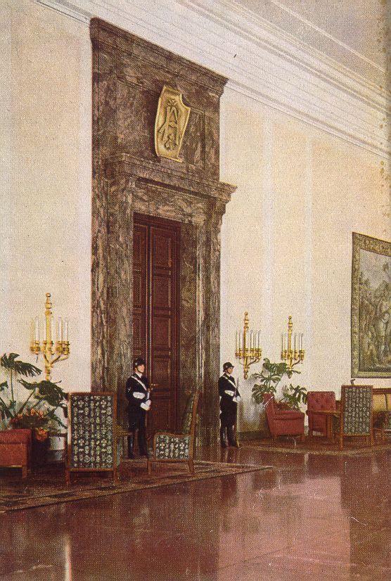desatracado: Chancelaria do III Reich                                                                                                                                                                                 Mais