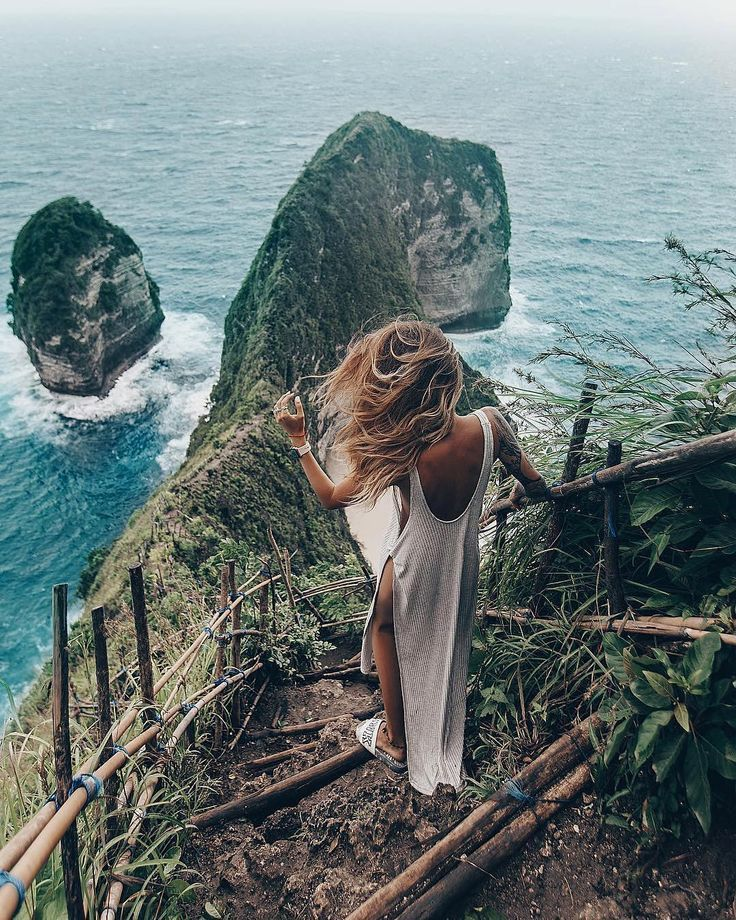 """☾ TROPICAL STATE OF MIND on Instagram: """"⠀⠀⠀ ✨💧What a View! ⠀ ⠀⠀⠀⠀⠀ 💭 Location: indonesia, Nusa Penida ⠀⠀⠀⠀⠀⠀ 🌴 Traveler:…"""""""