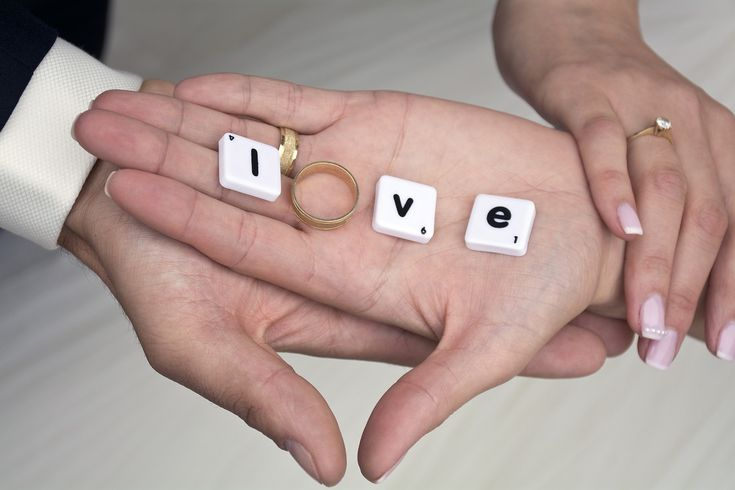 Manicure di coppia: come avere unghie belle e forti  [[MORE]]Mani ben curate, pulite e limate sono il primo biglietto da visita. Lo sanno bene le donne, ma non solo. Negli ultimi tempi la manicure è diventata anche un pallino da uomo. L'ultima...