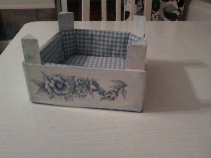 Reciclar una caja de fresas aprender manualidades es - Cajas para manualidades ...