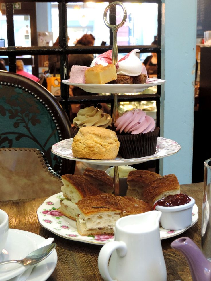 5 o'clock in #London means: Afternoon Tea!