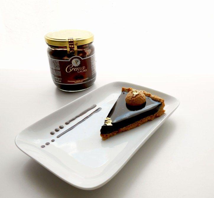 Sablè di amretti con mousse e glassa al cioccolato