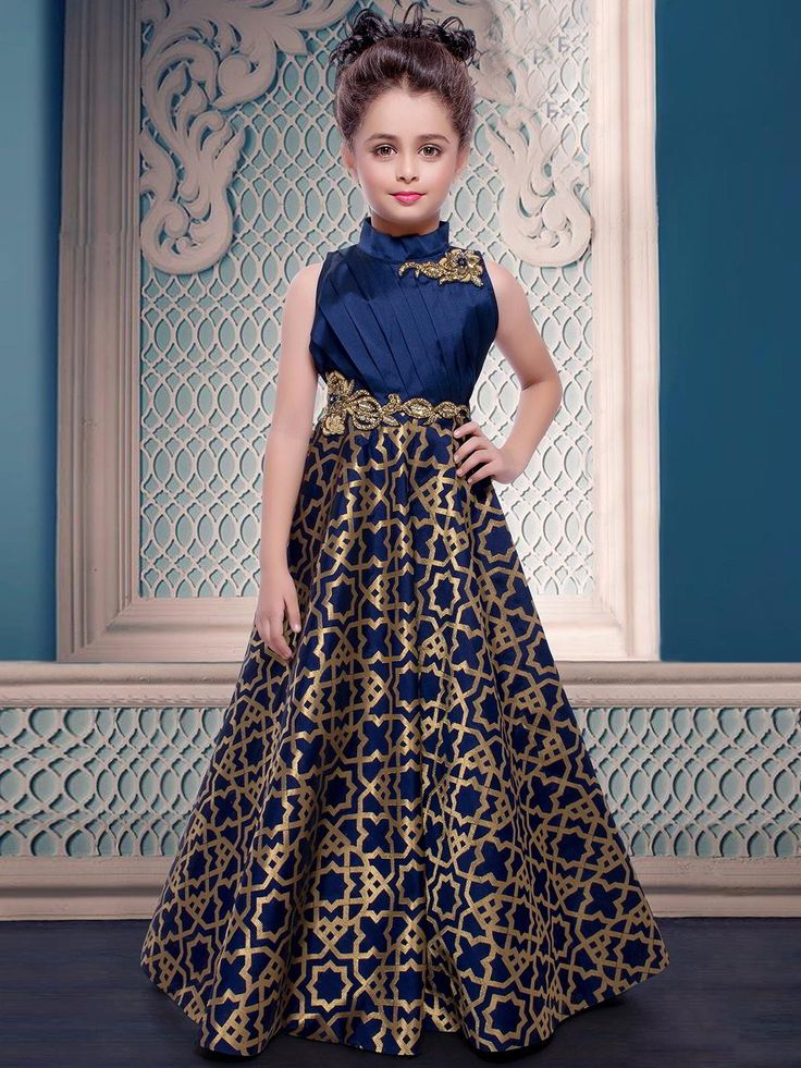Тёмно-синее длинное платье в пол, без рукавов, украшенное вышивкой люрексом и бисером для девочки от 5 до 12 лет