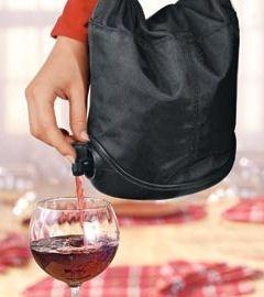 Portable Wine Purse ♥ Wine + Purse = L.O.V.E.!!! https://www.thecools.com/listItem/productDetail/11651?medium=HardPin=Pinterest=type294=hardpin_type294