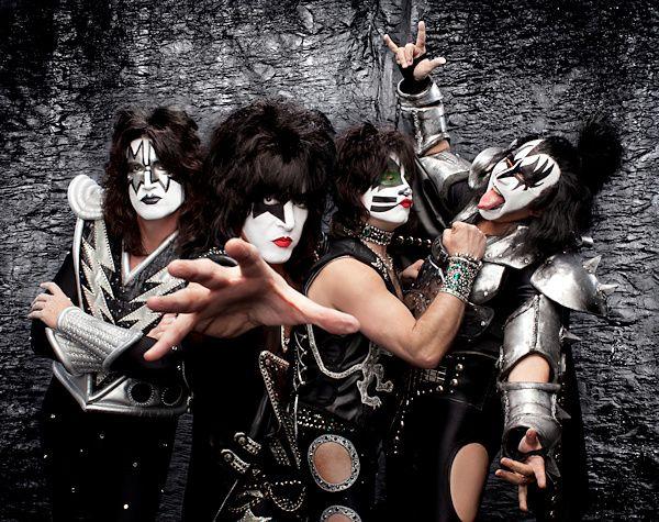 #3sat - Pop Around The Clock 2016 - Das Silvester Programm mit Kiss, U2, Queen, The Rolling Stones,... Foto: Universal Music