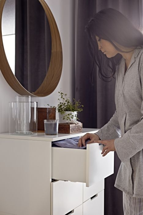 The frame at the bottom of the STOCKHOLM mirror forms a shelf to give you a place to set your phone, makeup or wallet while you're getting ready.