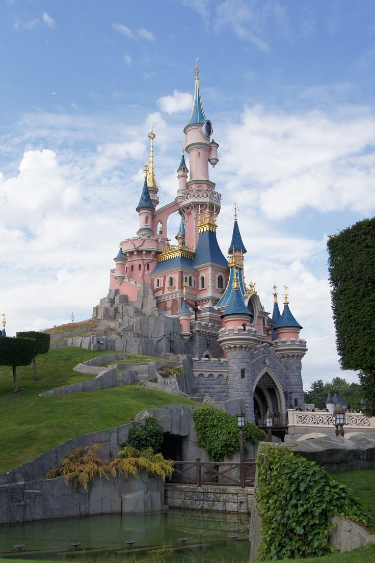 Up to 25% Off on Hotel & Park tickets at Disneyland Paris + Free Half Board Meal Plan + Kids under 7 Stay & Play Free!! http://lovefamilyholidays.co.uk/25-off-hotel-park-tickets-plus-free-half-board-meal-plan-disneyland-paris-inc-school-holidays/