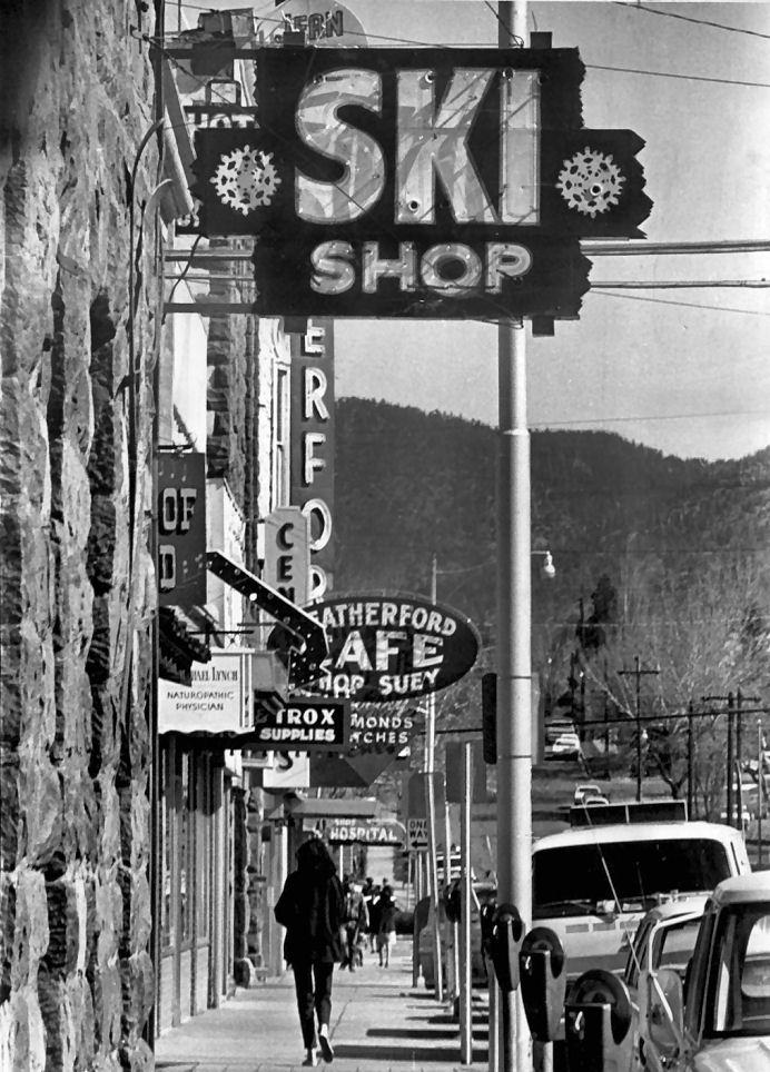 Flagstaff, what an awesome shot from I'm not sure when, but we don't have parking meters there anymore. How lovely this town of a hometown is.