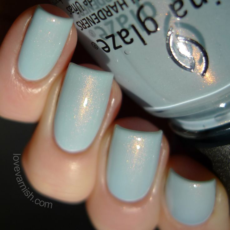 China Glaze Dashboard Dreamer (Road Trip 2015) is described as a powder blue shimmer. Application was easy but you do need 3 coats for proper opacity. The shimmer is visible but not overpowering, like a veil of shimmer over the most delicate blue base. The formula is thin and flowing so don´t load up your brush or you´ll pool your cuticles, but other than that the formula on these is great. Applying and even and thin means you don´t get bulky nails  you don´t need heavy duty topcoat