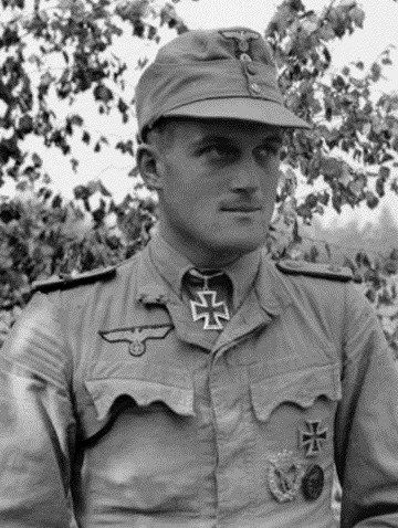 "✠ Siegfried Grabert (January 11th, 1916 - July 25th, 1942) RK 10.06.1941 Oberleutnant d.R. Führer eines Sonderkommandos des Bau.Lehr.Btl z.b.V. 800 ""Brandenburg"" [320. EL] 06.11.1943 Hauptmann d.R. Chef 8./Lehr.Rgt ""Brandenburg"" z.b.V. 800"