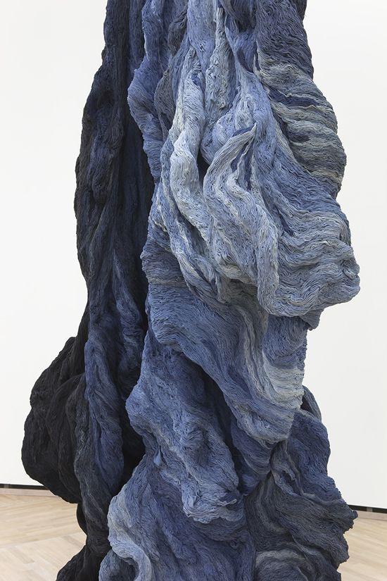 Hanne Friis - Light Stream - 2013. Canvas blanchi, cousu à la main. Wow ! Les oeuvres de l'artiste Norvégienne Hanne Friis me laissent sans voix. À la fois romantique et torturé, le textile prend ...