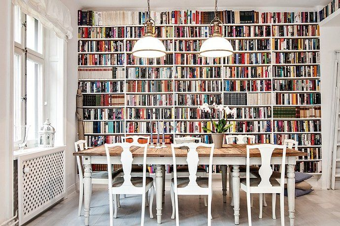 Om vi någon gång ska göra om vårt arbetsrum tror jag böckerna får flytta ned till vardagsrum/matrum - gärna så här!
